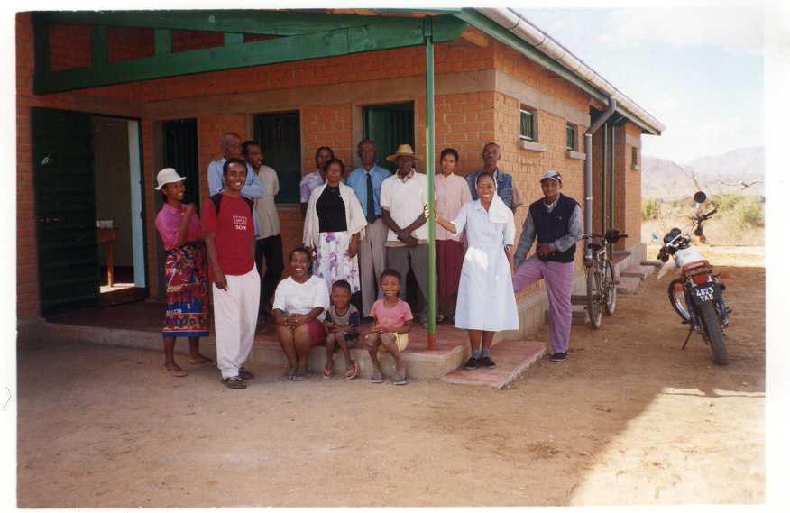 1 2006 Inauguration des 3 logements d'instituteurs à SAKALALINA