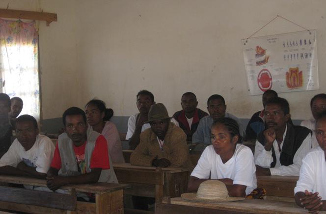 2012 Session d'alphabétisation à SAKALALINA