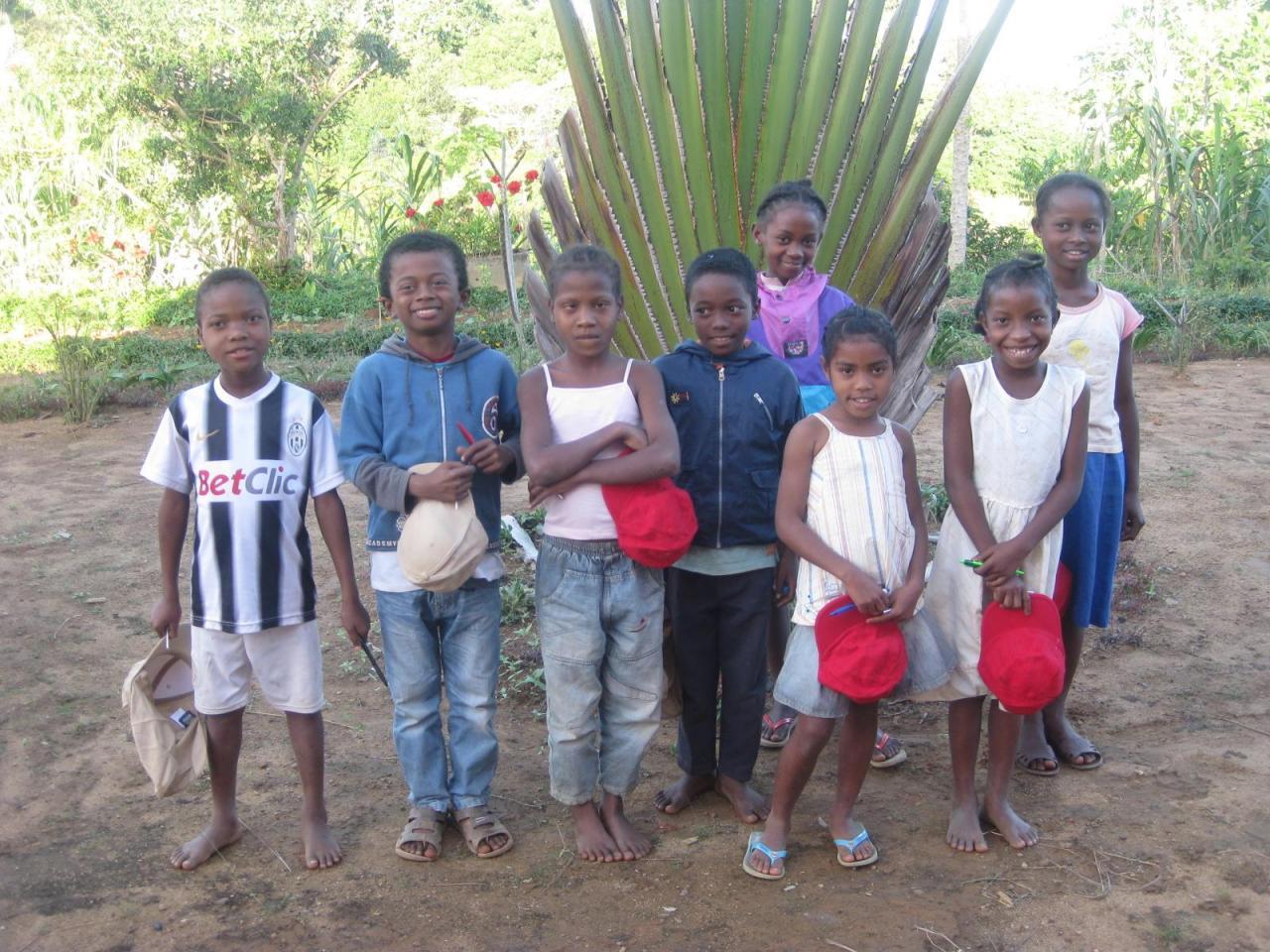 2013 Groupe d'enfants parrainés à VONDROZO