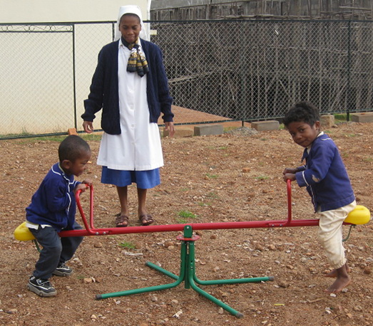 2013 Jeux financés par l'association à AMBOHIMAHAZO