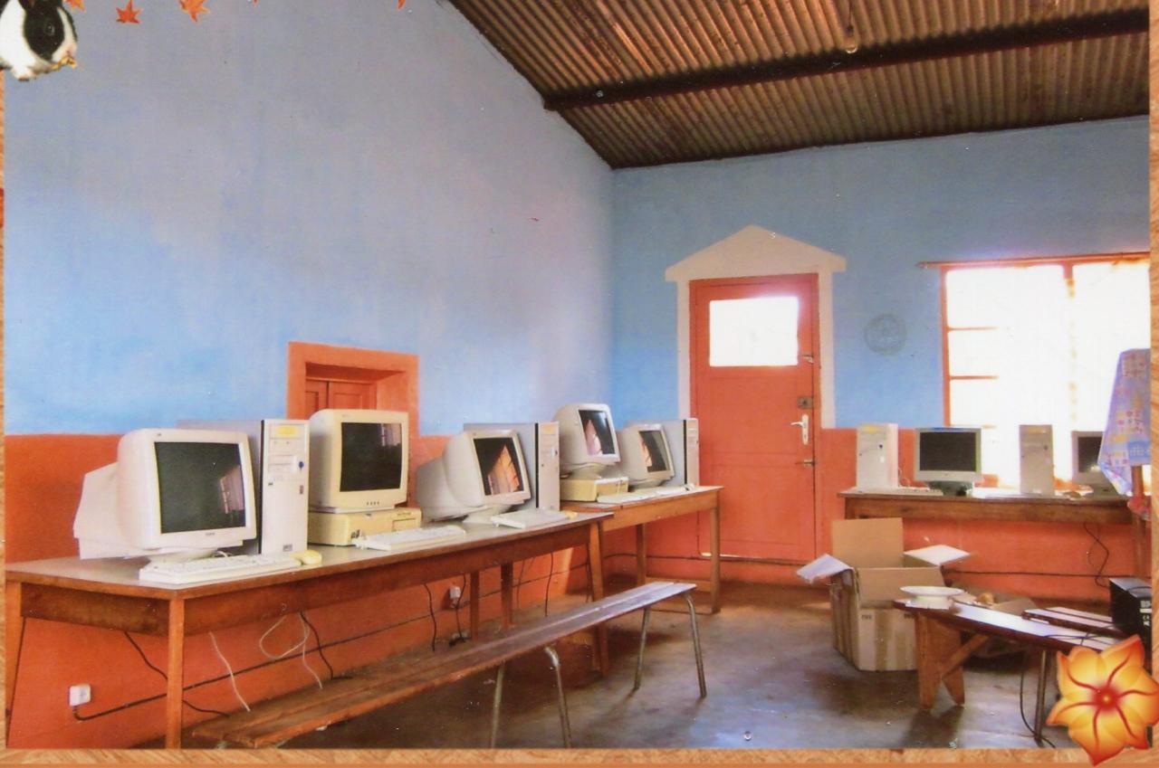 2014 Livraison d'ordinateurs recyclés à AMBATOMANJAKA