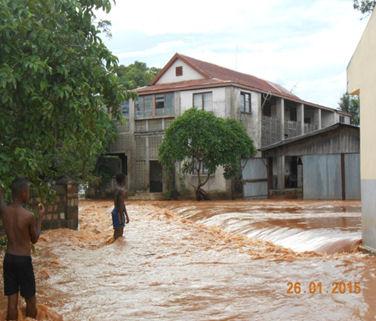 2015 Inondation suite au cyclone à MIANDRIVAZO - La maison des pères