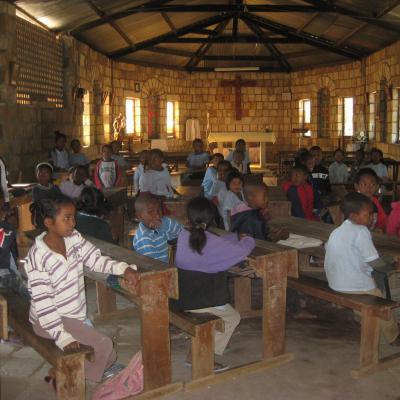 2015 L'école se fait dans l'église d'Ampanasana