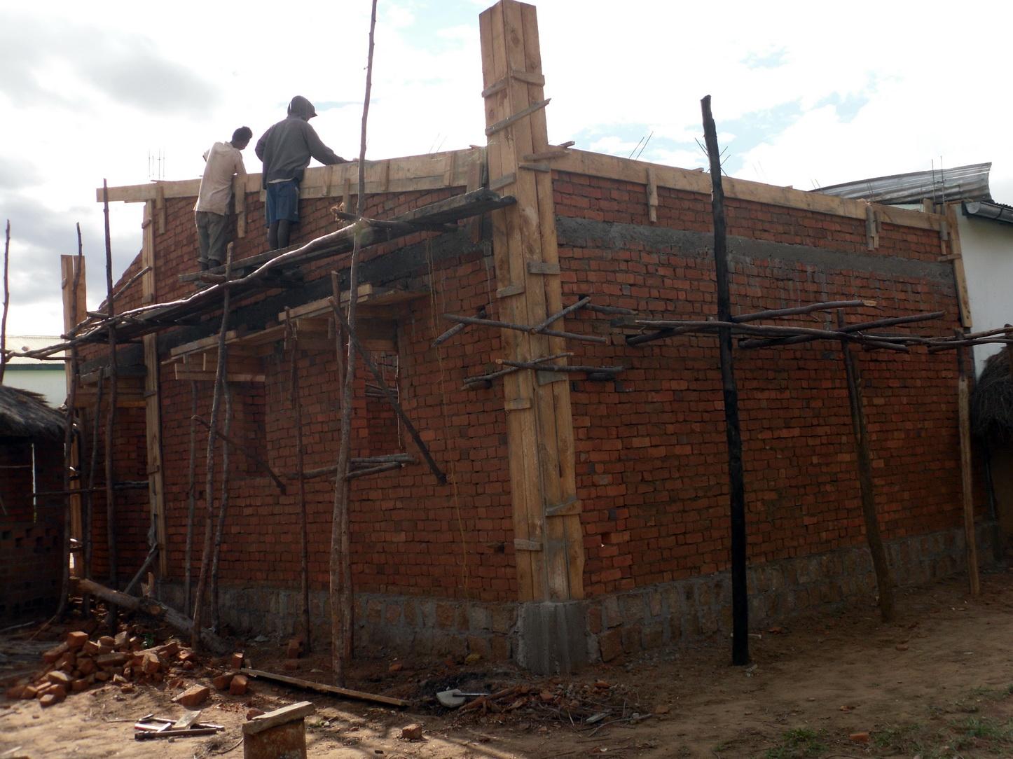 2018 12 Construction stockage Sakalalina 3