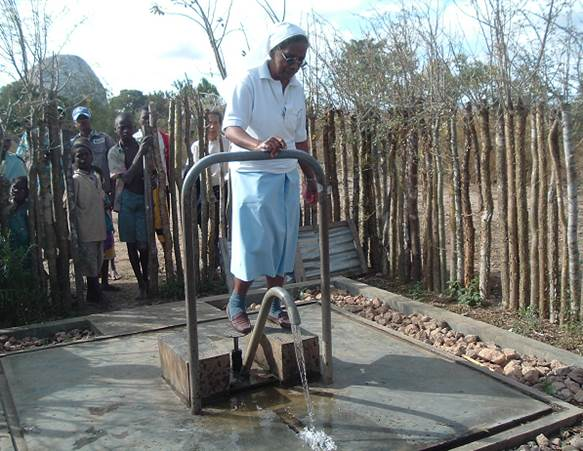 28 Construction de 3 puits à SAKALALINA