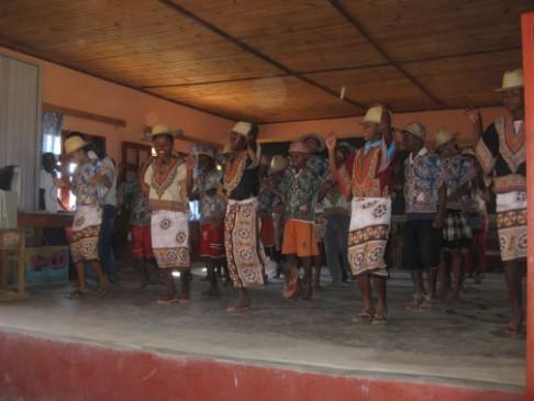 4 Chants et danses des élèves