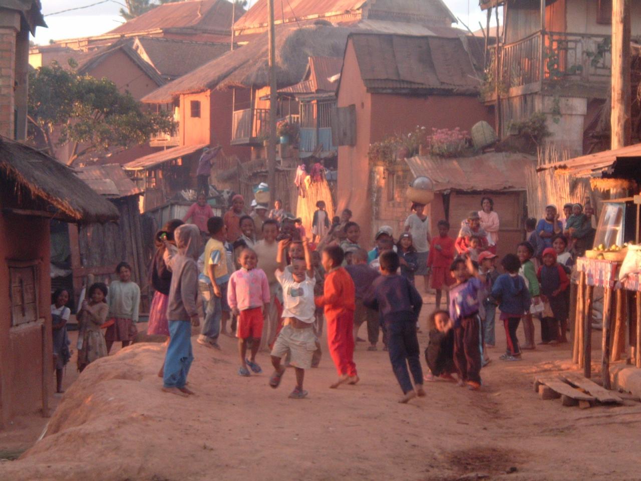 Jeux d'enfants à AMBATOMANJAKA