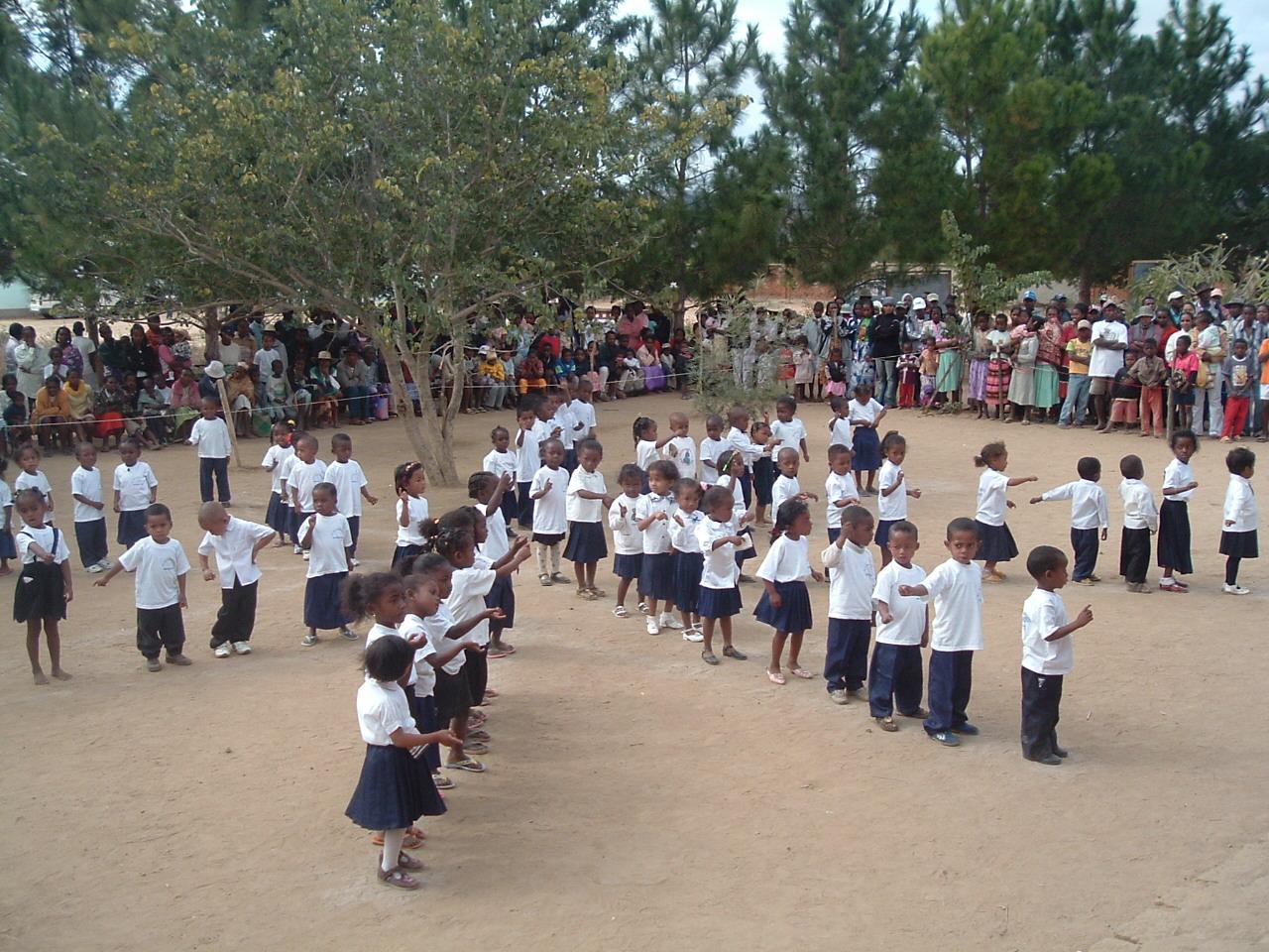 Fête de l'école à SAKALALINA