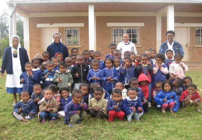 Parrainage collectif  école d'AMBOHIMAHAZO - Maternelle
